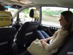 Cheating girlfriend gets fucked in a taxi