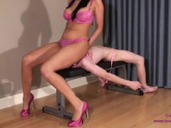 Alexis – Amazon Face Sits and Crushes Tiny Danni
