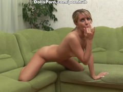 Sultry blonde does deep throat