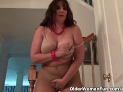 Pantyhosed milf Lauren makes her pussy tingle with pleasure