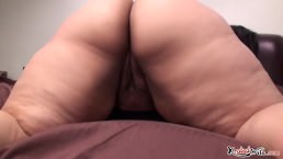 WHITE WOMAN WITH BIG ASS !!!