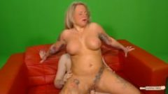 Hausfrau Ficken – Tattooed German housewife gets cum on tits in hot sex